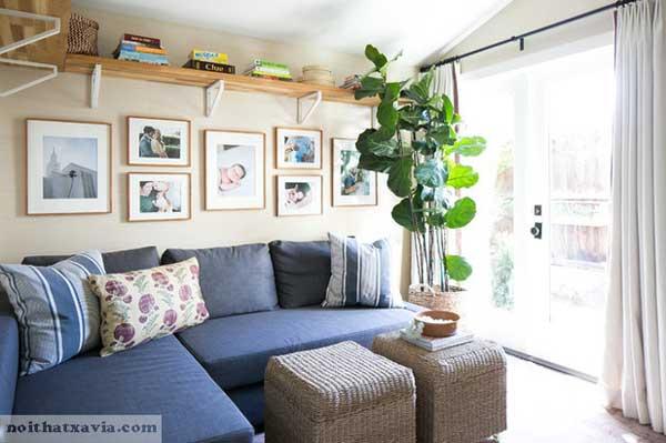 Ghế sofa đôi cùng tông màu tăng thêm sự rộng rãi cho phòng khách
