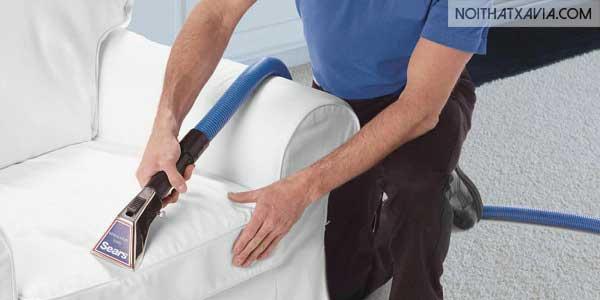 Sử dụng máy hút bụi thường xuyên là một biện pháp làm sạch đồ nội thất